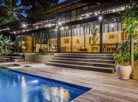 Villa Kiri, Luxury Seaview Pool Villa in the Jungle, hotel in Selong Belanak