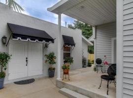 Max's Place - Private Cabana Suite with Pool, vacation rental in West Palm Beach