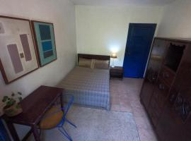 Quarto em Casa Rústica aos Pés do Cristo Redentor, hotel in Rio de Janeiro