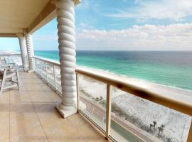 Luxurious 3 BR SkyHome with Panoramic Ocean Views and Steps From The Beach, apartment in Pensacola Beach