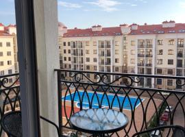 Евродвушка на берегу моря с бассейном, hotel with pools in Gelendzhik