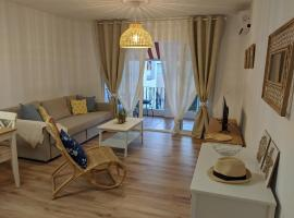 Renovated apartment on beachside with pool, lägenhet i Nerja
