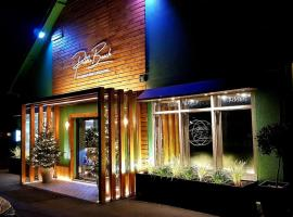 Pebble Beach Restaurant, Terrace and Rooms, hotel in Milton