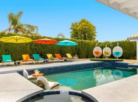 Spectacular Pool Home with Outdoor Living and Views, villa in Palm Springs