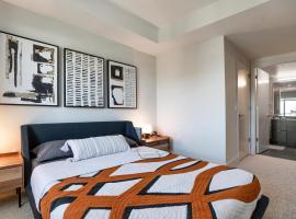 Luxury Crystal Apartments, hotel in Arlington