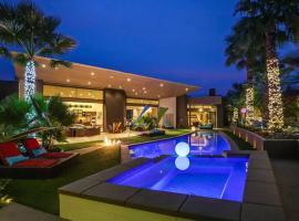 Villa Sparkle - Luxury Villa for Vacations, villa in Palm Springs