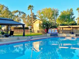 Shadow Hills RV Resort, glamping site in Indio