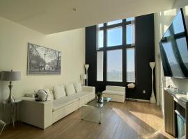 Miracle Mile Penthouse, serviced apartment in Los Angeles