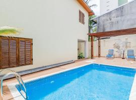 VivApp Rock Morumbi Suítes, guest house in Sao Paulo