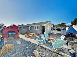 New Listing! Charming Port Cottage - Walk to Beach home, holiday home in Dennis Port