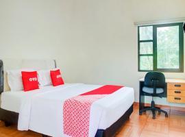 OYO 3734 Ramboe Ranca, hotel near University of Indonesia, Cireunde