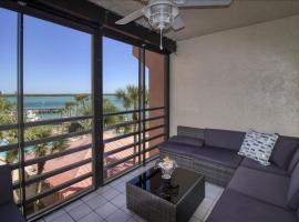 RIV E-410 - Riverside Condominium condo, hotel in Marco Island