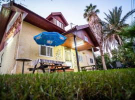 The Lowest Place on Earth, hostel in Ne'ot HaKikar