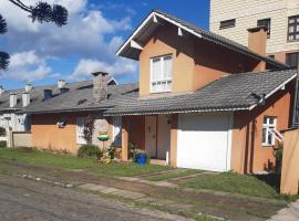 Casa próxima ao centro de canela, pet-friendly hotel in Canela