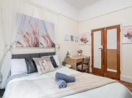 Boutique Private Double Room In Kingsford Near UNSW, Light Railway&Bus 1D, villa í Sydney