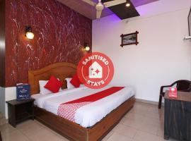 OYO 77137 Hotle Castle Inn, hotel in Mumbai
