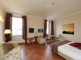 Residenza Gens Julia, hotel in zona Piazza Venezia, Roma