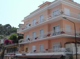 Hotel Nettuno, hotell i Diano Marina