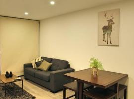 Stunning, Classy, Modern 2 bd 1 bth Apt - Kingston, apartment in Kingston