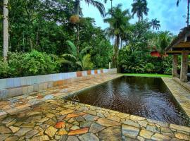 Sítio Cantareira/ Trilha e piscinas naturais, hotel in Angra dos Reis