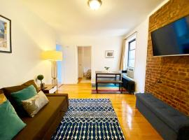 Spacious Entire 2 Bedroom in the Upper East Side - Walk to Central Park & Express Trains, budget hotel in New York