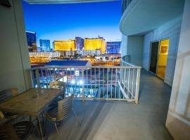 2100 SqFt Penthouse Suite W/ Strip Views! POOL GYM, hotel with pools in Las Vegas