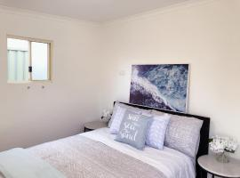 Quiet Private Double Room in Kingsford near UNSW, Randwick Light Railway&Bus, villa í Sydney