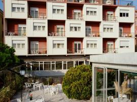 Hotel Robinia, hotell i Imperia
