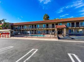 埃斯孔迪多市中心套房及伊克諾旅館,埃斯孔迪多加州樂高樂園附近的飯店