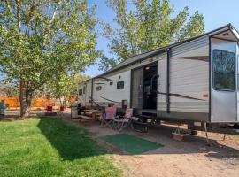 Outdoor Glamping Large RV Setup OK52, glamping site in Moab