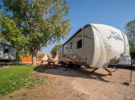 Outdoor Glamping Jayco RV OK53, glamping site in Moab