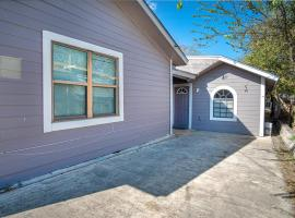 Houston St Guest house near Downtown/Military base, apartment in San Antonio