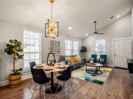 Pythagoras Place at East End Revitalized, villa in Houston