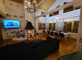 Lucky Levi Lodge Ski in Ski out 500 m Centrum via lift, Hütte in Sirkka