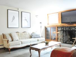1BR suite 10 mins to DT ,7 mins to Kitsilano beach, hotel in Vancouver