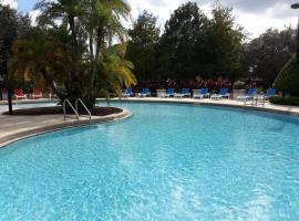 Relaxing, comfortable private room with 2 double beds, shared bath RM4, hotel with jacuzzis in Kissimmee