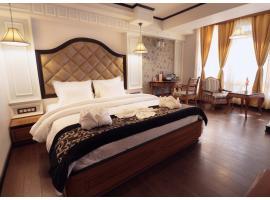 PineTree Mall Road - Darjeeling, hotel near Himalayan Mountaineering Institute And Zoological Park, Darjeeling