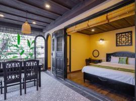 4BR✧140m2✧VIP Rooftop Duplex✧Heart of OldQuarter✧BBQ Garden✧Full Facilities, hotel in Hanoi
