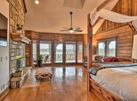 Hilltop Hot Springs Log Cabin with Hot Tub, vacation rental in Hot Springs