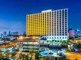 Ramada by Wyndham Bangkok Chaophya Park, hotel near Crystal Design Center, Bangkok