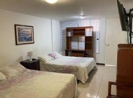 Agradable apartamento 4 personas, Niza - Bogotá., hotel in Bogotá