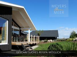 Schwarzes Holzferienhaus mit Sauna -- GARTENGLÜCK -- an der Ostsee, Zierow bei Wismar, Strand 500m, 2 Schlafzimmer, holiday home in Zierow