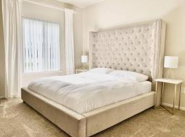 Lakeview Luxury King Bed Central to Downtown and Airport, vacation rental in Sacramento