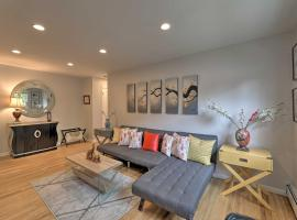 Bright and Airy Apartment with Balcony about 20 Mi to NYC!, family hotel in Yonkers