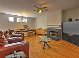 Upscale Houston Townhome in the Heart of Montrose!, villa in Houston