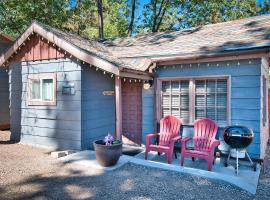 Cottage 5 Grizzly Bear Walk to Village, Lake and Forest, apartment in Big Bear Lake