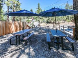 Cottage 6 Black Bear Walking Distance Lake, Village and Forest, apartment in Big Bear Lake