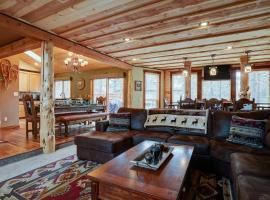 Juniper Lodge, villa in Sunriver