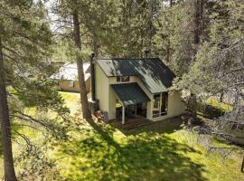 6 Ranch Cabin, villa in Sunriver