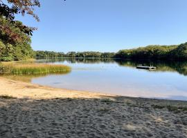 Sunlit Getaway with Chef's Kitchen & Provided Kayaks home, holiday home in Brewster